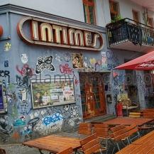 intimes-cafe-on-simon-dach-strasse-friedrichshain-berlin-germany-c970gn